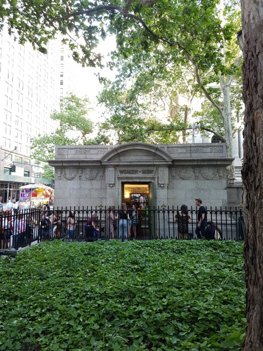 Toilettenhäuschen in Bryant Park New York City