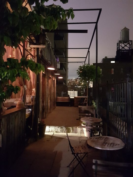 Blick von der Gallow Green Rooftop Bar in New York City