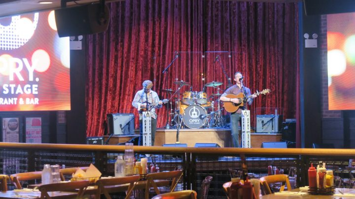 Band in der Opry City Stage