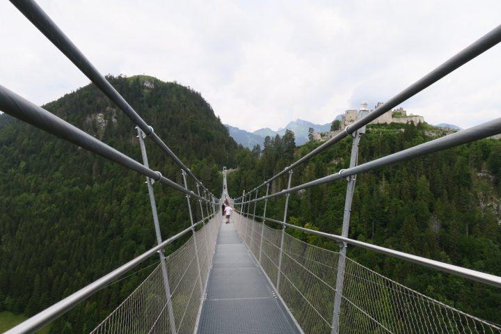 Gesamtansicht der Highline Hängebrücke