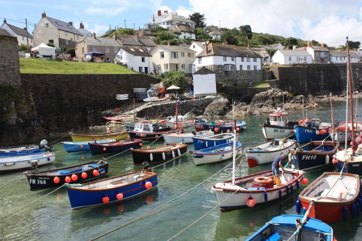 Idyllischer Hafen in Coverack, Cornwall