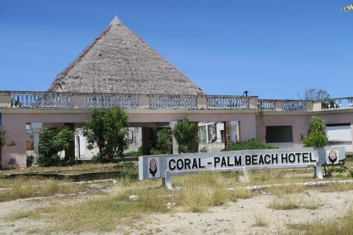 Lost Places, ASC Hotel, Kenia, Palm Beach Eingang 1
