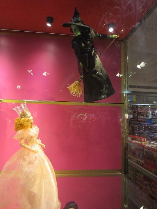 Wicked - Elphaba und Glinda als Barbies