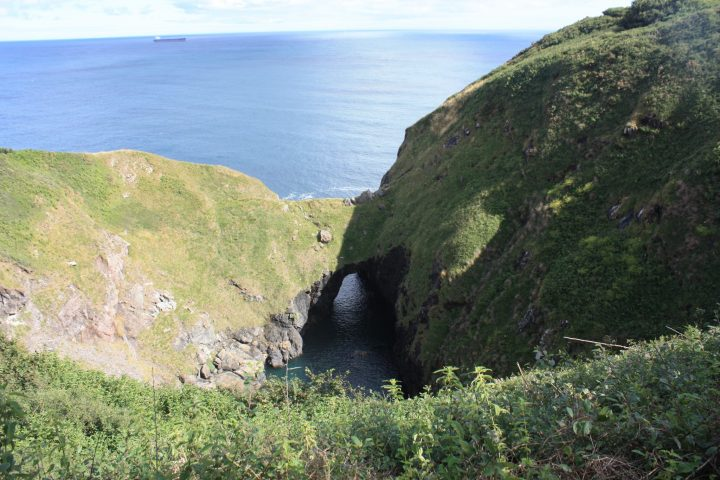 Sehr beeindruckend: Devils Frying Pan in Cadgwith, Cornwall