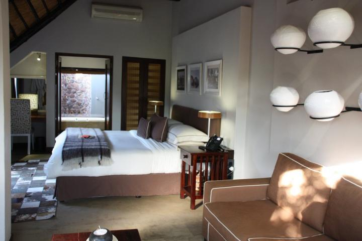 Zimmer, Rooms at &Beyond Phinda Mountain Lodge