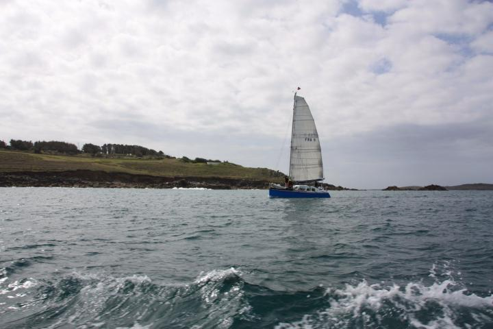 Segelboot vor St. Mary's, Isles of Scilly, Cornwall