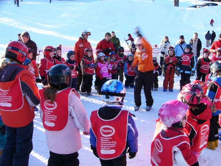 Kinder in der Skischule am Feldberg