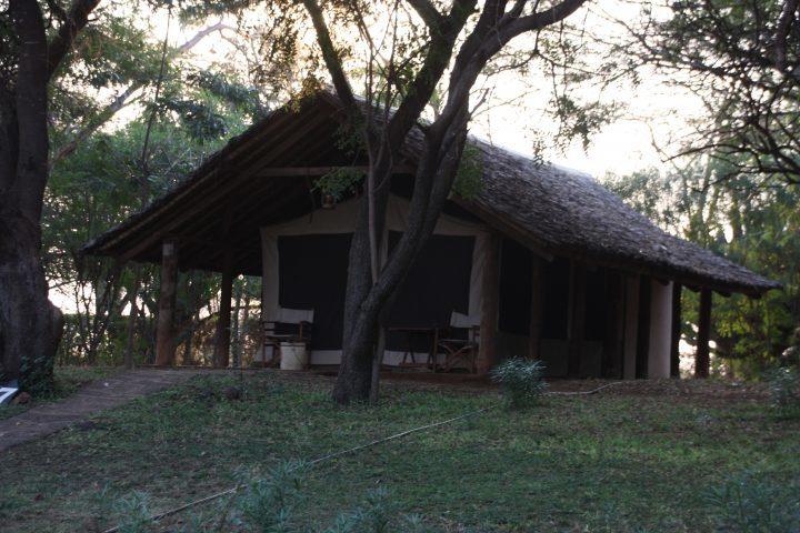Zelt im Ziwani Camp, Kenia mit Kindern